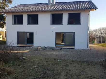 Schönes, geräumiges Haus mit fünf Zimmern in Altötting (Kreis), Unterneukirchen