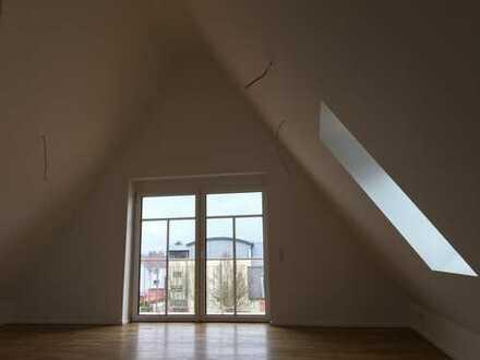 Außergewöhnliche 4-Zimmer Dachgeschosswohung in Altlußheim