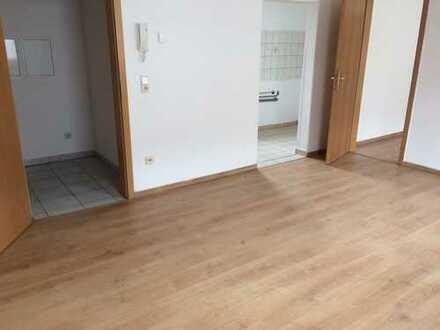 Crimmitschau, niedliche neu sanierte 2-Zimmer-Whg. im Dachgeschoß