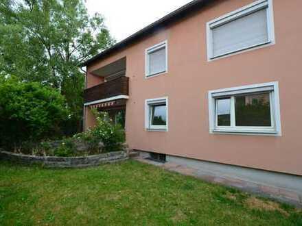 Ruhige, sanierte 4,5-Zi.-EG-Whg. mit großer Terrasse u. Gartenmitbenutzung in Lappersdorf