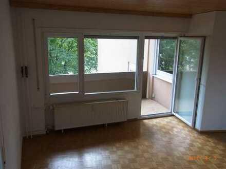 Helle Wohnung mit Balkon, Aufzug u. Pkw-Stellplatz in bevorzugter Wohnlage