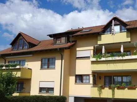 Gepflegte 2,5-Zimmer-DG-Wohnung mit Balkon und EBK in Engen
