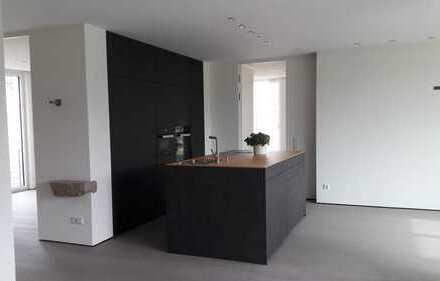 Hochwertige, geräumige drei Zimmer Wohnung