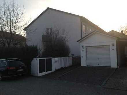 geräumiges Haus mit Doppelgarage und Garten zu vermieten