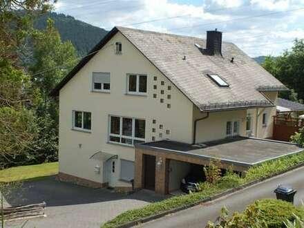 Siegen Niederschelden, großzügiges, modernisiertes Anwesen mit hohem Wohnwert in Waldrandlage