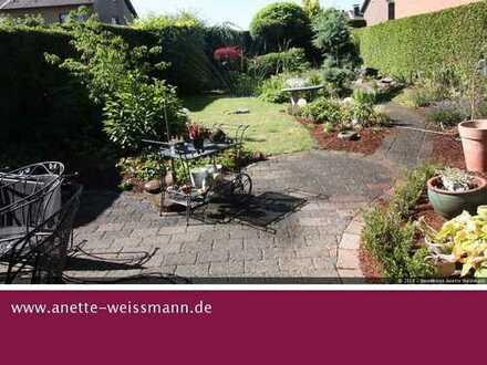 ***Reserviert***Traumlage mit viel Platz und schönem Garten