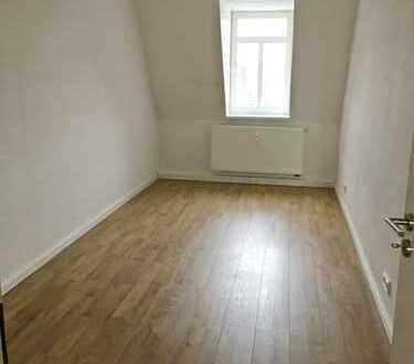Schöne 3-Raum-Wohnung mit Einbauküche und Balkon!