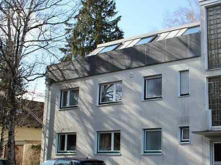 Gepflegte 3-Zimmer-Dachgeschosswohnung mit sonniger Terrasse zur Kapitalanlage in Gröbenzell