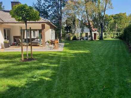 Freistehendes Haus im Bungalow Flair mit mediterranen Garten