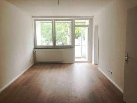 Singles und Studenten aufgepasst! Modernisierte 1-Zimmer-Wohnung mit Loggia!