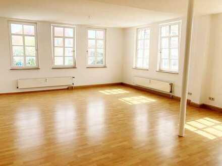 6 Zimmer-großzügige Wohnung - alles auf eine Ebene