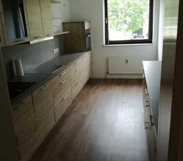 Stilvolle, luxuriöse und sonnige 3-Zimmer-Wohnung mit großem Balkon und EBK in Meerbusch Büderich