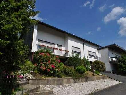 Freudenberg OT: Großzügiges Anwesen mit Schwimmhalle in sonniger Lage mit Panoramablick