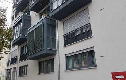 Neuwertig von privat!!! Schöne und vollmöblierte 2-Zi-Whg mit großen Balkon zum Innenhof!