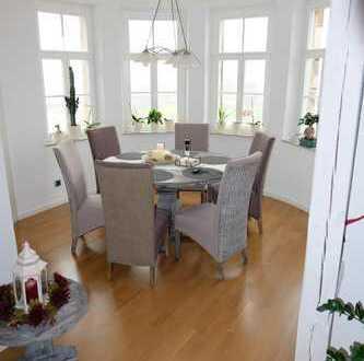 WOHNEN GENIESSEN – Exklusive 3-Zimmer-Dachgeschoss-Wohnung mit Küche