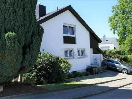 FREI! Einfamilienhaus mit Einliegerwohnung, Garten und Garage in herrlicher Lage von Grünwett