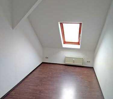 2-Zimmer-Dachgeschosswohnung mit Blick ins Grüne, frei ab 01. Jan 2020