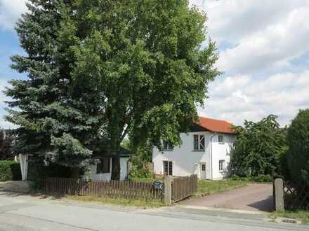 1-2 Familienhaus mit Garten und Doppelgarage