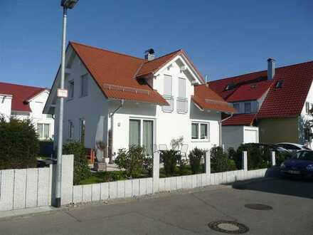 Modernes EFH mit hochwertiger EBK, Garten und Garage, provisionsfrei