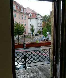 2Zimmer, Einbauküche und Balkon, Badezimmer mit Wanne & WM-Anschluss