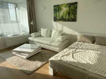 Möblierte 1-Zimmer-Wohnung mit Balkon und Einbauküche in Moosach, München