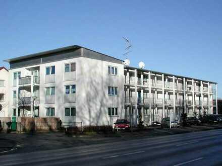 Großzügige Familienwohnung mit Balkon, Kinderarztpraxis im Haus