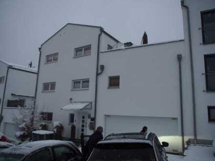 Großzügiges Einfamilienhaus mit separatem Büro/Studio und hochwertiger EBK - 5 J. zu vermieten