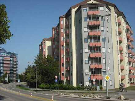 Großzügige Wohnung mit Balkon und Tiefgarage!