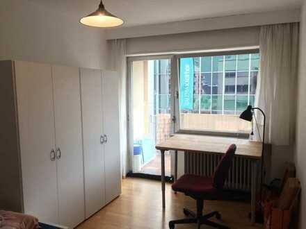 Sonniges WG-Zimmer in 3er WG mit Balkon in bester Lage am Hbf Landau