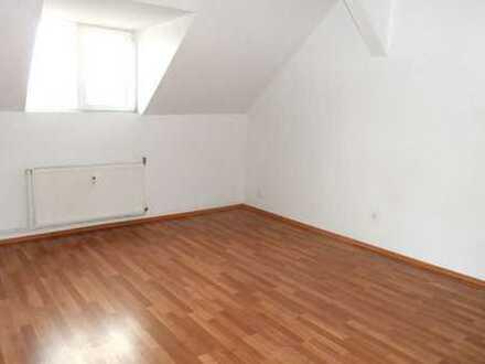 Niedliche 2 Zimmer Wohnung in Stadtnähe zu vermieten !