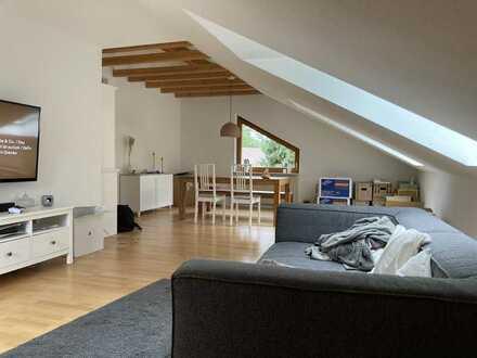 Exklusive 3-Zimmer-Dachgeschosswohnung mit großem Balkon in Stuttgart-Hofen