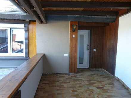 Top-sanierte 2 1/2-Zimmer-Maisonette-Wohnung mit Balkon und Terrasse in ruhiger Wohnlage