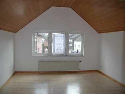 Exclusive 2 Zimmer Wohnung frisch renoviert mit eigenem Eingang (1. OG )