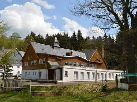 Ehemaliges Ferienobjekt Dreiseitenhof mit großem Grundstück und Wiesen- und Waldflächen in abs