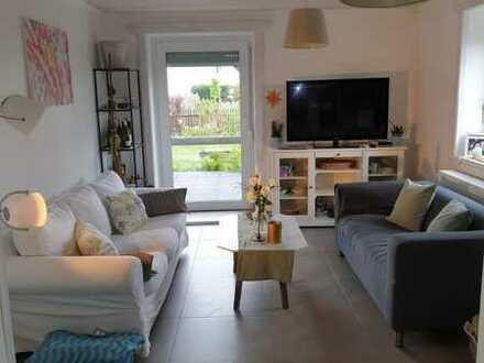 Schöne Sanierte 2,5 Zimmer, EG-Wohnung mit großer Terrasse und großem Garten in Friedberg/Ost