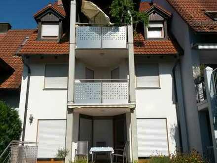 Vollständig renovierte 3,5-Raum-Maisonette-Wohnung mit Balkon und Einbauküche in Umkirch