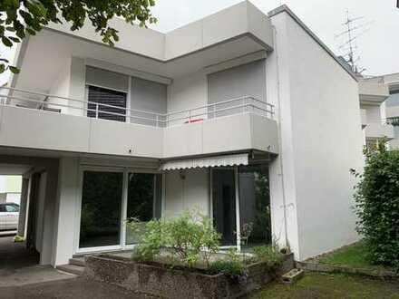 Schöne vier Zimmer Wohnung in Biberach (Kreis), Laupheim