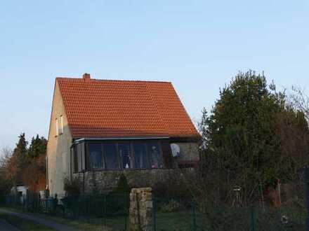 Einfamilienhaus auf großem Grundstück und Ausbaureserven