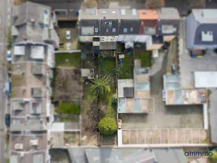Ideal für Investoren! Mehrfamilienhaus mit Garten. 143 qm Wohnfläche, 4 Wohnungen. In Kalk.