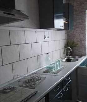 Preiswerte, sanierte 2-Zimmer-EG-Wohnung mit EBK in Schönbeck