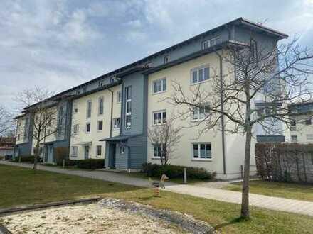 Schön geschnittene, lichtdurchflutete Wohnung mit Süd-Balkon im Norden von München