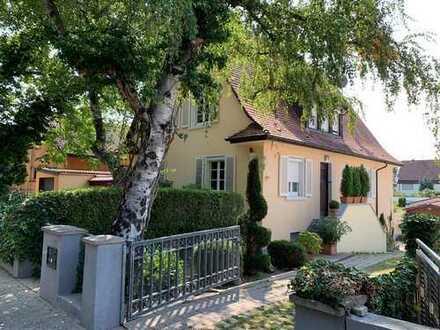 Exklusives Einfamilienhaus mit Einliegerwohnung und Aussenpool in Rastatt