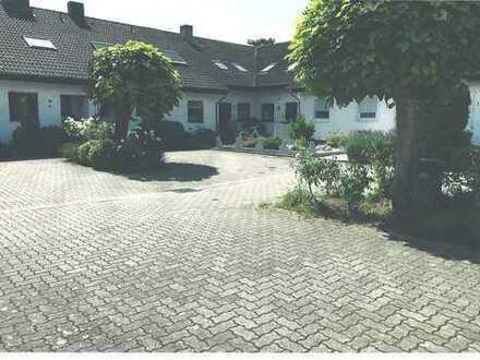 3 Zimmerwohnung (EG. + UG.) im 1 1/2 gesch. 2 Familienhaus, 76149 Karlsruhe, Hagebuttenweg 41