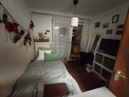 Zimmer in 4er WG mit Wohnzimmer