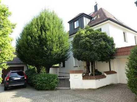 Stilvolles Wohnhaus -  inmitten einer grünen Oase