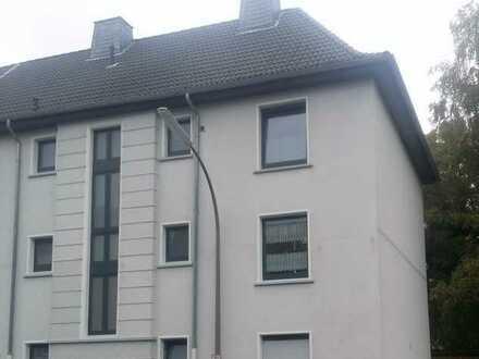 Do Kirchlinde, Nähe Bärenbruch : Gepflegte 2 Zimmer 45m² Wohnung 1.OG Tageslichtbad, Einbauküche !
