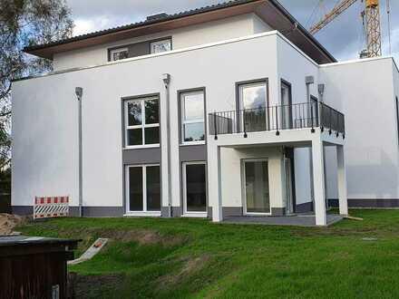 Neubau mit Terasse und Tiefgarage: freundliche 2,5-Zimmer-EG-Wohnung in Finowfurt