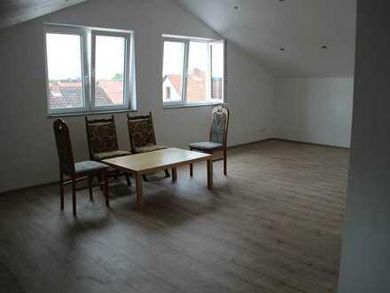 Attraktive, neuwertige 4-Zimmer-Dachgeschosswohnung
