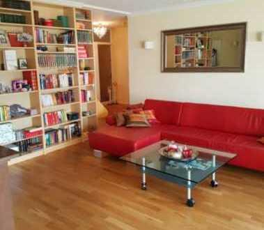 Neuwertige Wohnung mit moderner Einabuküche und Balkon