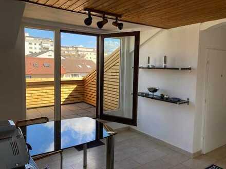 Erstbezug nach Sanierung mit EBK und Terrasse: exklusive, 4-Zimmer-Dachgeschosswohnung in Oftersheim